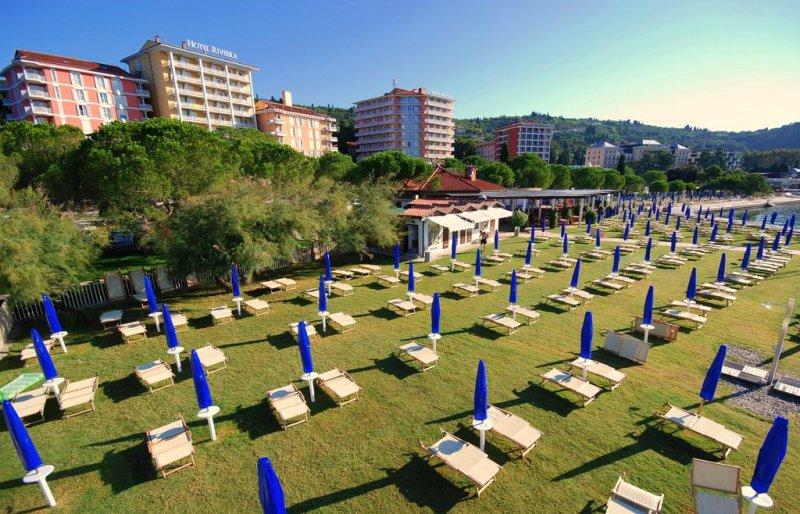 Il centro benessere Terme & Wellness LifeClass è collegato all'Hotel Neptun tramite un passaggio coperto e offre vari trattamenti, tra cui fanghi e sedute con acque termo-minerali.